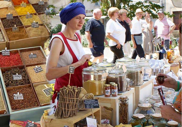 stand épices anouche sur les marchés